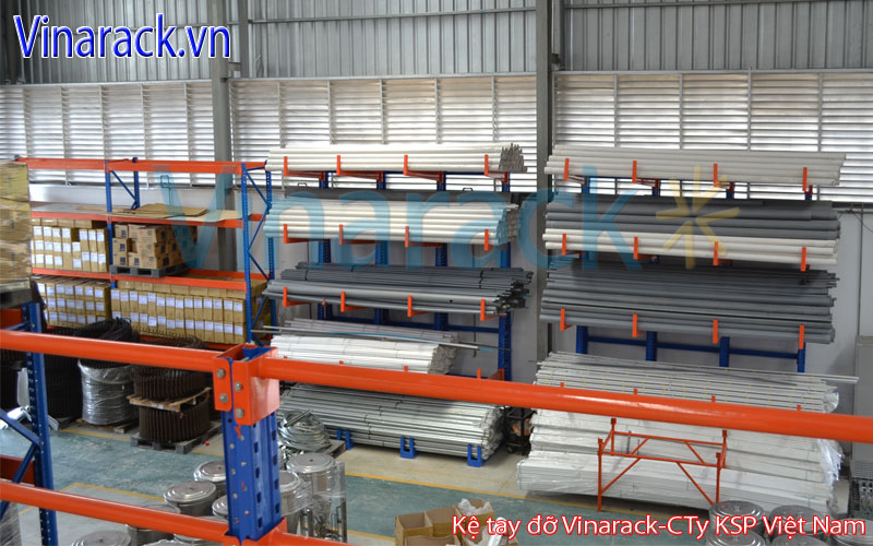 Light duty cantilever rack contain steel pipe
